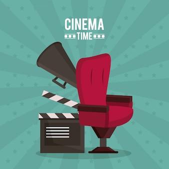 Plakat des kinos mit klappstuhl und megaphon