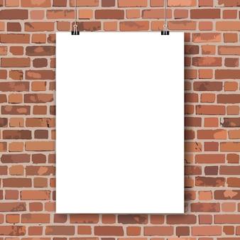 Plakat des leeren papiers auf wand des roten backsteins