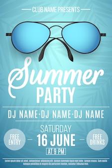 Plakat für ein sommerfest. bunte strandsonnenbrille auf blau
