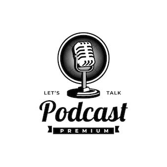 Podcast- oder sänger-gesangs-karaoke-logo mit retro-mikrofon und vinyl-symbol.