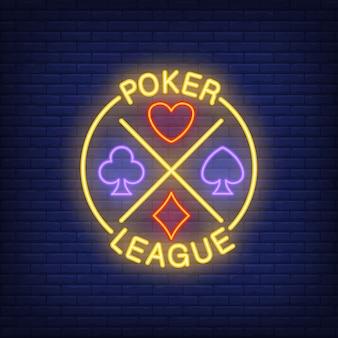 Poker-liga-schriftzug mit anzügen. neonikone auf ziegelsteinhintergrund.