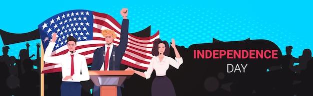 Politikerteam, das mit leuten von der tribüne spricht, 4. juli amerikanisches unabhängigkeitstagfeierbanner