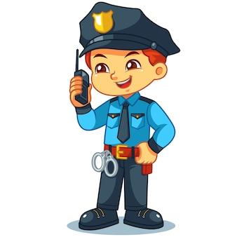 Polizeibeamte-junge, der informationen mit walky talky überprüft.