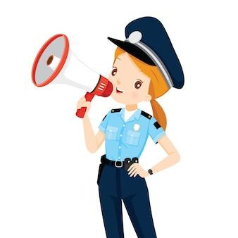 Polizistin mit megaphon-ankündigung