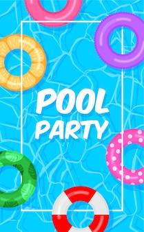 Pool party vorlage hintergrund. schwimmbad mit bunten rettungsringen schwimmringe