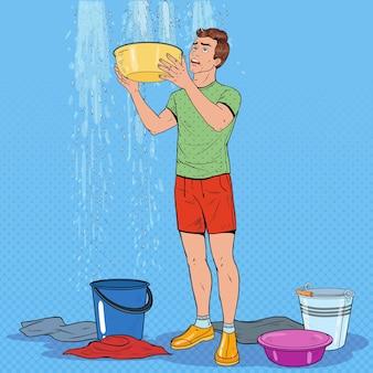Pop art besorgter mann, der eimer hält und wasser von der decke sammelt. beschädigtes dach.