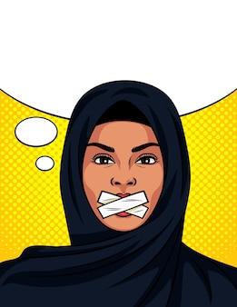 Pop-art-comic-stil mit versiegeltem mund. schöne frau im traditionellen islamischen schal auf ihrem kopf.