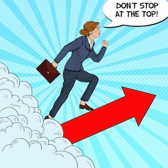 Pop art erfolgreiche geschäftsfrau, die durch die wolken nach oben geht.