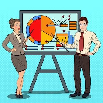 Pop-art-geschäftsfrau und geschäftsmann mit zeigerstab, der geschäfts-diagramm darstellt.