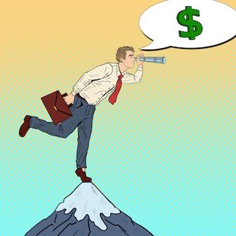 Pop-art-geschäftsmann mit fernglas auf dem gipfel des berges auf der suche nach geld. geschäftsstrategie.