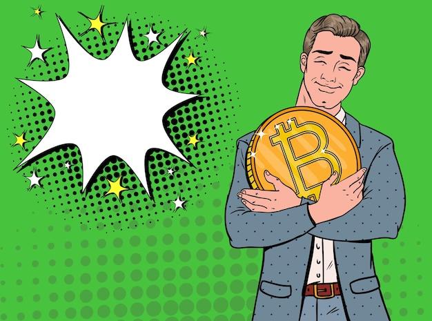 Pop-art-geschäftsmann mit großer goldener bitcoin-münze. kryptowährungskonzept. werbeplakat für virtuelles geld.