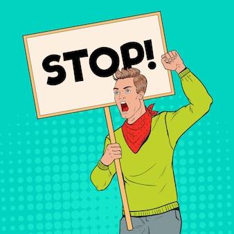 Pop art junger mann, der auf dem streikposten mit leerem banner protestiert. streik- und protestkonzept. guy schreit auf demonstration.