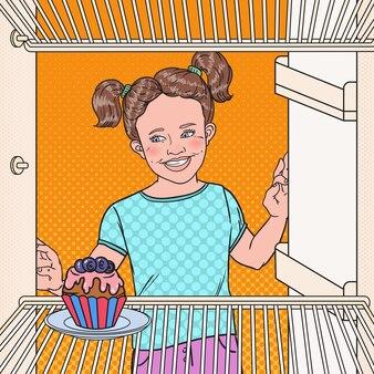 Pop art kleines mädchen sieht leckeren kuchen im kühlschrank