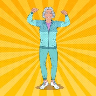Pop art lächelnde ältere reife frau, die muskeln zeigt. gesunder lebensstil. glückliche großmutter.