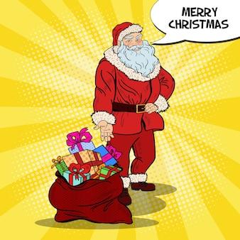 Pop art lächelnder weihnachtsmann mit tüte mit weihnachts- und neujahrsgeschenken. illustration
