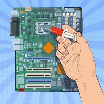 Pop art männliche hand des computeringenieurs, der cpu auf hauptplatine repariert. wartung pc-hardware-upgrade.