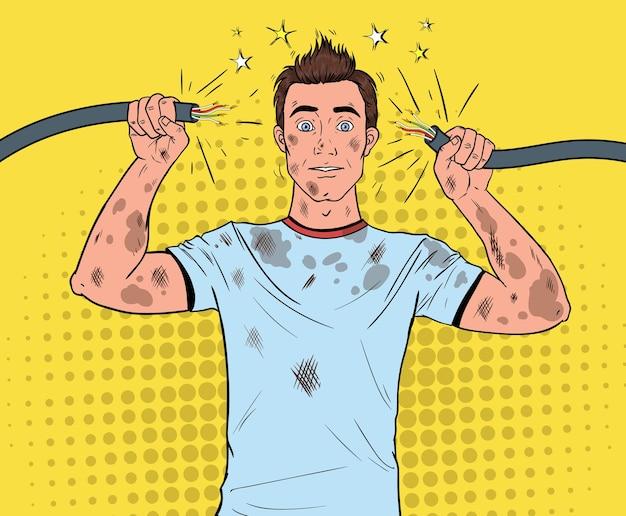 Pop-art-mann, der gebrochenes elektrisches kabel nach häuslichem unfall hält. lustiger schmutziger elektriker.