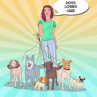 Pop art schöne frau, die eine packung hunde geht