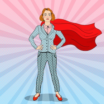 Pop art selbstbewusster superheld der geschäftsfrau im anzug mit rotem umhang.