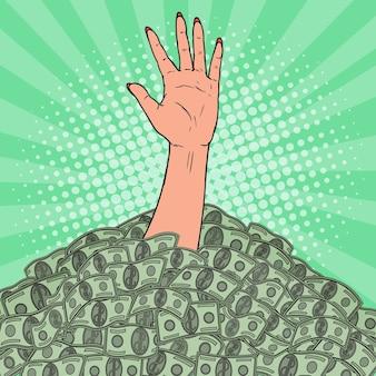 Pop art weibliche hand ertrinkt im haufen geld. finanzielles erfolgskonzept.