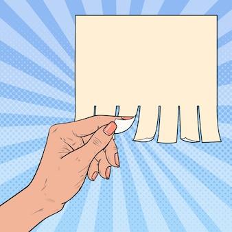 Pop art weibliche hand reißen ein stück leere werbung.