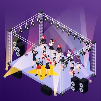 Popmusik-mädchenband, die auf der isometrischen bühne im freien auftritt