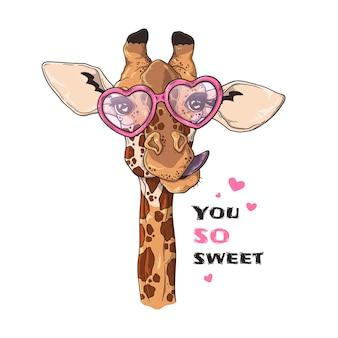 Porträt der lustigen giraffe in den kundenspezifischen gläsern.