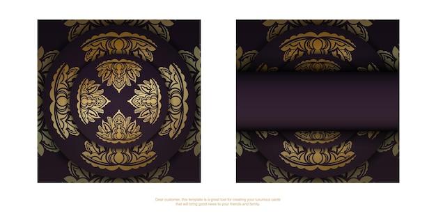 Postkarte in burgunderfarbe mit abstraktem goldmuster für typografie vorbereitet.