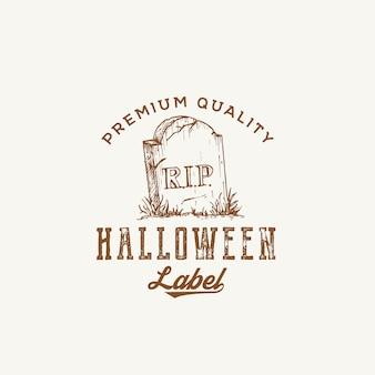 Premium-qualität halloween party logo oder etikettenvorlage. hand gezeichnetes grab mit einem grabstein-skizzen-symbol und retro-typografie.