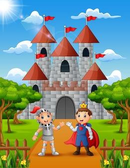 Prinz und ritter stehen vor dem schloss