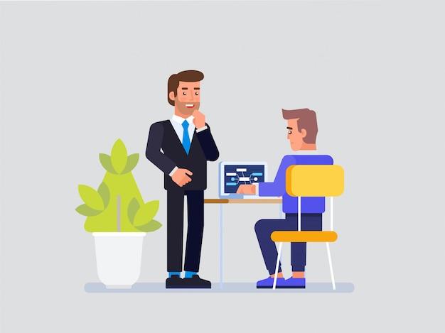 Projektmanager und it-spezialist arbeiten zusammen