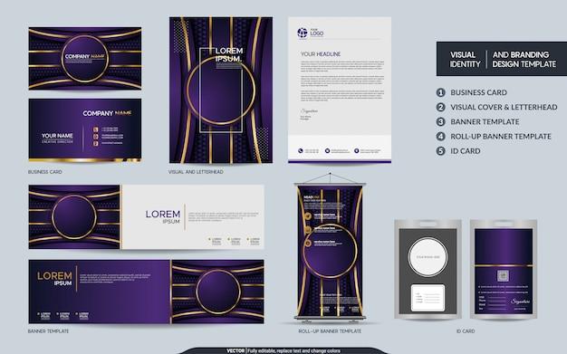 Purpurroter luxusbriefpapierspott herauf satz und sichtmarkenidentität mit abstrakter überlappung überlagert hintergrund.