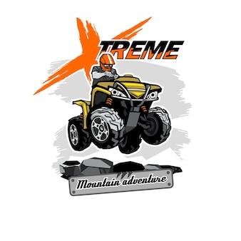 Quad bike atv logo mit xtreme mountain adventure inschrift, isolierter hintergrund.
