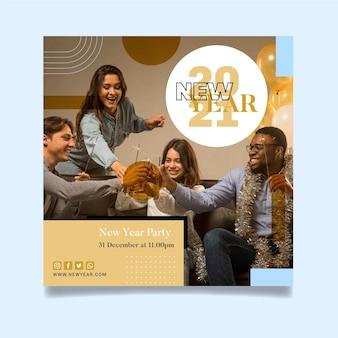 Quadratische flyer-vorlage für neujahrsparty mit freunden