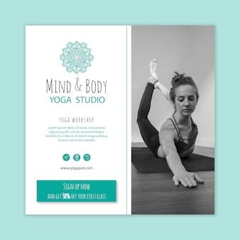 Quadratische flyer-vorlage für yoga-übungen