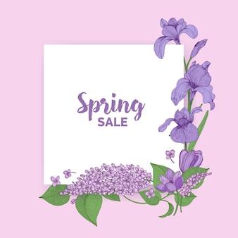 Quadratische karte mit spring sale-schriftzug, dekoriert von wunderschönen blühenden saisonalen gartenblumen. natürliche frühlingsdekoration.