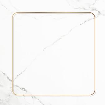Quadratischer goldrahmen auf weißem marmorhintergrund