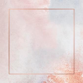 Quadratischer kupferrahmen auf pastellfarbenem hintergrund