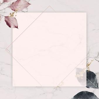 Quadratischer silberner rahmen mit laubmuster auf marmorbeschaffenheitshintergrundvektor