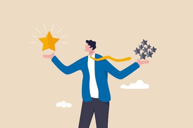Qualität vs. quantität, management, um hervorragende arbeitsergebnisse zu gewährleisten, arbeitseinstellung, um ein überlegenes ergebniskonzept zu liefern, intelligenter geschäftsmann, der wertvolle sterne von hoher qualität im vergleich zu anderen gewöhnlichen sternen hält