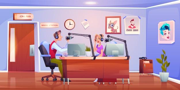 Radio hostet dj im studio, moderatoren mann und frau