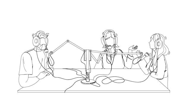 Radiosendung menschen aufnahme im studio schwarze linie bleistiftzeichnung vektor. mann und frauen diskutieren und nehmen eine sendung auf. charaktere, die in der abbildung der elektronischen ausrüstung des mikrofons sprechen
