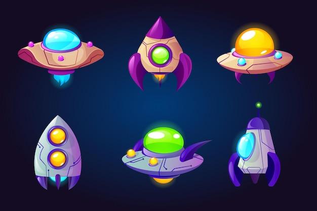 Raketen-ufo und raumschiffe isoliert auf blau