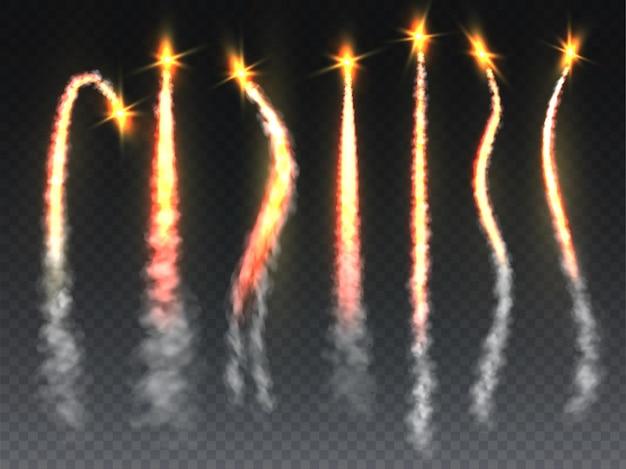 Raketenfeuer eingestellt. raketen-, shuttle- oder raumschiffstartpfad mit flammen und rauch. fallender komet oder meteor smokey tails textur mit burst isoliert auf transparentem hintergrund vektor realistische sammlung