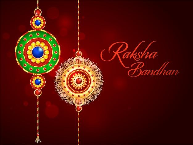 Raksha bandhan schrift mit dekorativen rakhis (armband) auf dunkelrotem blur bokeh hintergrund.