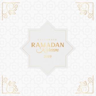 Ramadan kareem grußkarte mit ornamenten