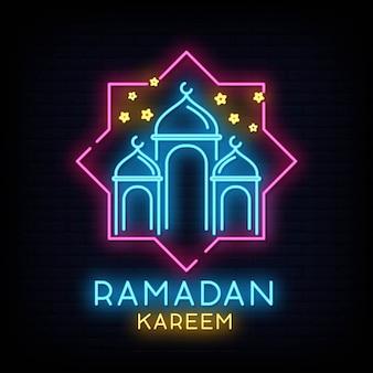 Ramadan kareem-neonzeichenvektor mit beschriftung und halbmond und stern