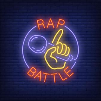 Rap-schlacht-neon-text und hand mit mikrofon.