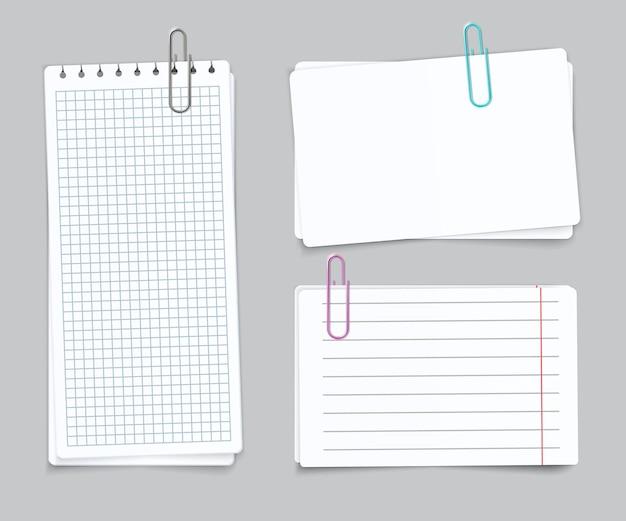 Realistisch verschiedene blätter. leere gerasterte zerrissene notizbuchpapier-büroklammern