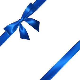 Realistische blaue schleife mit blauen bändern, die auf weiß lokalisiert werden. element für dekorationsgeschenke, grüße, feiertage.